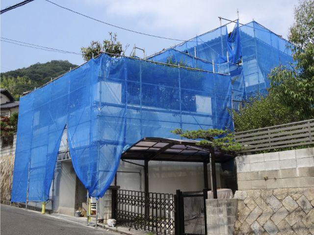 外壁修理をする為に養生された建物