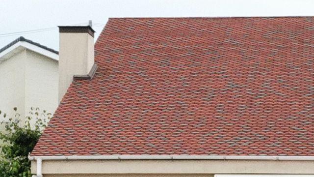 赤色の三角屋根