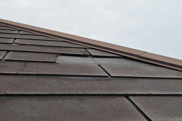 茶色の屋根の一部