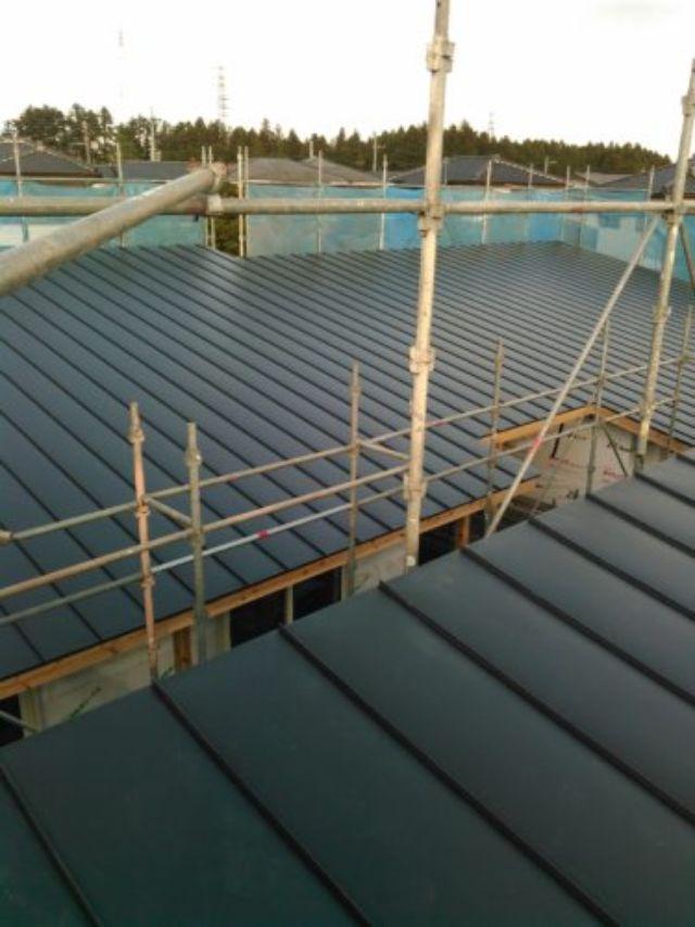 屋根修理をする為に組まれた足場